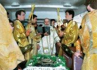 Чтение акафиста Святейшим Патриархом Алекиием II у мощей преподобного Нила Столобенского на корабле во время крестного хода по озеру Селигер в Нилову пустынь