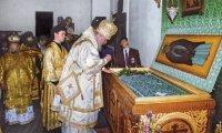 Святейший Патриарх Алекиий II у мощей преп. Нила Столобенского